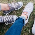 Can bed bugs travel on shoes?